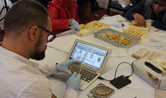 Inventorying gold objects in the Presidential Palace