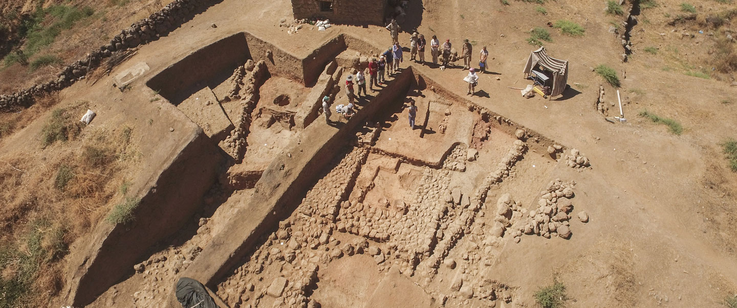 Excavating a Middle Bronze Age monumental building at the site of Zincirli