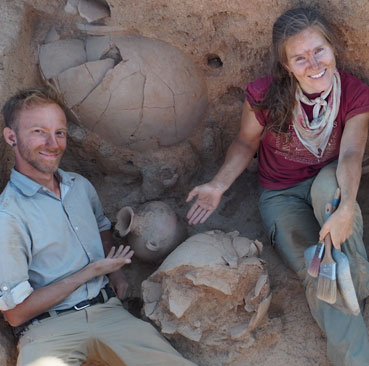 OI archaeologists with newly discovered ceramic vessels and dagger (Photo Henrik Brahe)